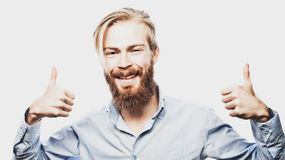 Szczęśliwy mężczyzna daje aprobata znakowi obraz royalty free