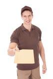 Szczęśliwy mężczyzna dostarcza poczta obrazy stock