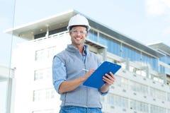 Szczęśliwy męski architekta writing na schowku Fotografia Stock
