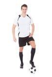 Szczęśliwy męski gracz piłki nożnej Zdjęcie Royalty Free