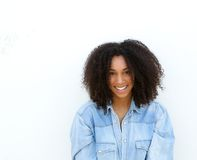 Szczęśliwy młody amerykanin afrykańskiego pochodzenia kobiety ono uśmiecha się obrazy royalty free