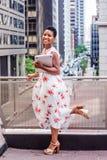 Szczęśliwy Młody amerykanina afrykańskiego pochodzenia studenta collegu studiowanie w Nowym Yor zdjęcia royalty free