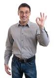 Szczęśliwy młody człowiek gestykuluje OK szyldowego Obraz Stock
