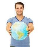 Szczęśliwy młody człowiek Pokazuje kulę ziemską Fotografia Royalty Free