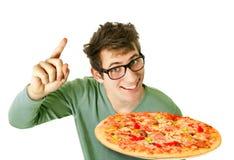 Szczęśliwy młody człowiek z pizzą Zdjęcie Royalty Free