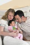 Szczęśliwy młody rodzinny portret Fotografia Royalty Free