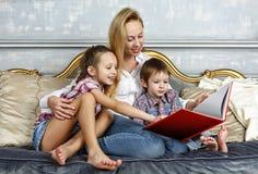 Szczęśliwy, mama, ludzie, matka, biel, szczęście obrazy royalty free
