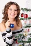 Szczęśliwy, marzący dziewczyny w pulowerze trzyma szklaną piłkę zdjęcie stock