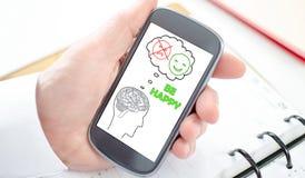 Szczęśliwy myśli pojęcie na smartphone Zdjęcie Royalty Free