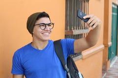 Szczęśliwy nastolatek bierze selfie obraz royalty free