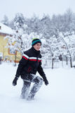 Szczęśliwy nastolatek w śniegu Obraz Royalty Free