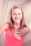 Szczęśliwy nastoletni dziewczyny mienia lizak Obrazy Royalty Free