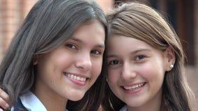 Szczęśliwy nastoletnich dziewczyn ono Uśmiecha się fotografia royalty free