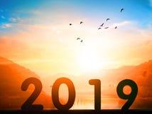 Szczęśliwy nowego roku pojęcie: pobocze billboard z 2019 znakiem zdjęcia stock