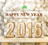 Szczęśliwy nowego roku słowo i 2016 drewno liczba na nowożytnym drewnianym stole z iskrzastą bokeh ścianą, Wakacyjny pojęcie Obraz Royalty Free