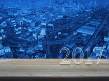 Szczęśliwy nowego roku 2017 tekst na stole Fotografia Royalty Free