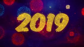 Szczęśliwy 2019 nowego roku teksta błyskotania wita cząsteczki na Barwionym fajerwerku pokazie