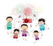 Szczęśliwy nowego roku 2018 temat Śmieszni dzieciaki z piłką i confetti Zdjęcia Royalty Free