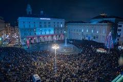 SZCZĘŚLIWY nowy rok i wesoło xmas fajerwerki genua, WŁOCHY, GRUDZIEŃ -, 19 2015 - Fotografia Royalty Free