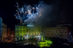 SZCZĘŚLIWY nowy rok i wesoło xmas fajerwerki genua, WŁOCHY, GRUDZIEŃ -, 19 2015 - Obraz Royalty Free