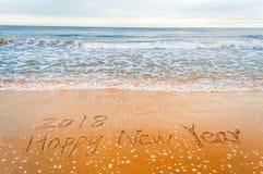 Szczęśliwy nowy rok 2018 pisze na plaży Zdjęcie Royalty Free