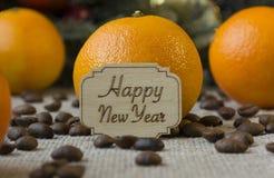 Szczęśliwy nowy rok, pomarańcze, kawowe fasole Fotografia Royalty Free