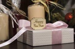 Szczęśliwy nowy rok, prezenty, świeczki Zdjęcia Stock