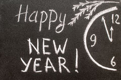 Szczęśliwy nowy rok 2017, ręki writing z kredą na blackboard Zdjęcia Stock