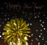 Szczęśliwy nowy rok 2017 z rozmytą bokeh fajerwerków kartą Obrazy Royalty Free