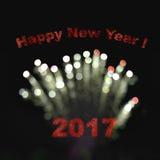 Szczęśliwy nowy rok 2017 z rozmytymi bokeh fajerwerkami w ciemnym backgrou Fotografia Stock