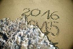 Szczęśliwy nowy rok 2016 zamienia 2015 Obrazy Royalty Free