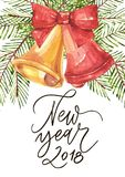 Szczęśliwy nowy rok 2018 - zwrot Wakacyjna literowanie ilustracja Ilustracja w akwarela stylu dzwony, łęk i xmas ilustracji