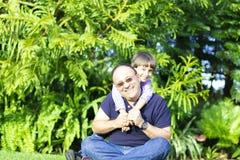 Szczęśliwy ojca i dzieciaka Cieszyć się Obraz Royalty Free