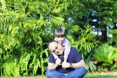 Szczęśliwy ojca i dzieciaka Cieszyć się Obrazy Royalty Free