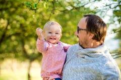 Szczęśliwy ojciec i jego córka Obrazy Royalty Free
