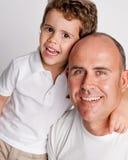 Szczęśliwy ojciec i syn. Fotografia Royalty Free