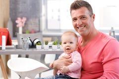 Szczęśliwy ojciec z małą córką zdjęcia stock