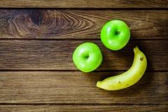 Szczęśliwy Owocowy smiley jabłko, banan i Fotografia Royalty Free