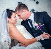 Państwo młodzi na ich dniu ślubu Obrazy Stock