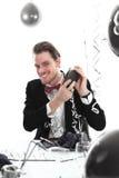 Szczęśliwy partyjny facet z koktajlu potrząsaczem Zdjęcia Stock