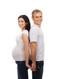 Szczęśliwy pary czekanie dla dziecka w biel ubraniach Fotografia Royalty Free