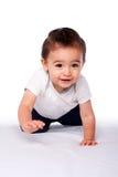 Szczęśliwy pełzający dziecko berbeć zdjęcie stock