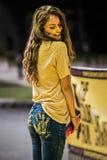 Szczęśliwy piękny dziewczyna koloru bieg wydarzenie Bucharest