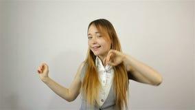 Szczęśliwy piękny młoda kobieta taniec zbiory wideo