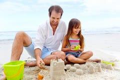 Szczęśliwy piaska kasztelu dziecko obrazy stock