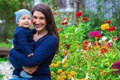 szczęśliwy portret rodzinny Kobieta i dziecko Zdjęcie Royalty Free