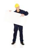 Szczęśliwy pracownik przedstawia pustego sztandar Zdjęcia Royalty Free