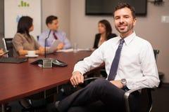 Szczęśliwy prawnik w biurze obraz royalty free