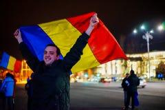 Szczęśliwy protestujący z romanian flaga, Bucharest, Rumunia Zdjęcia Royalty Free