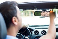 Szczęśliwy przy rearview lustrem Zdjęcie Royalty Free